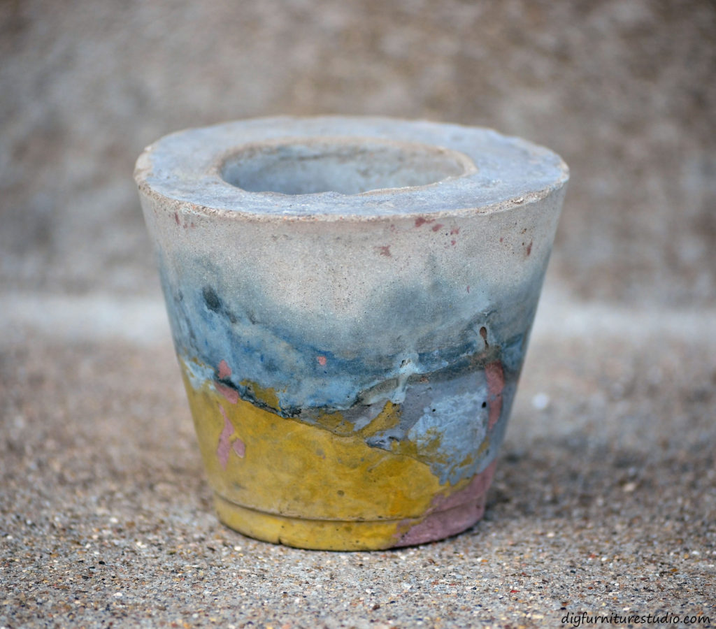 Easy awesome DIY cement gifts. Tealight candle holders for my sister.